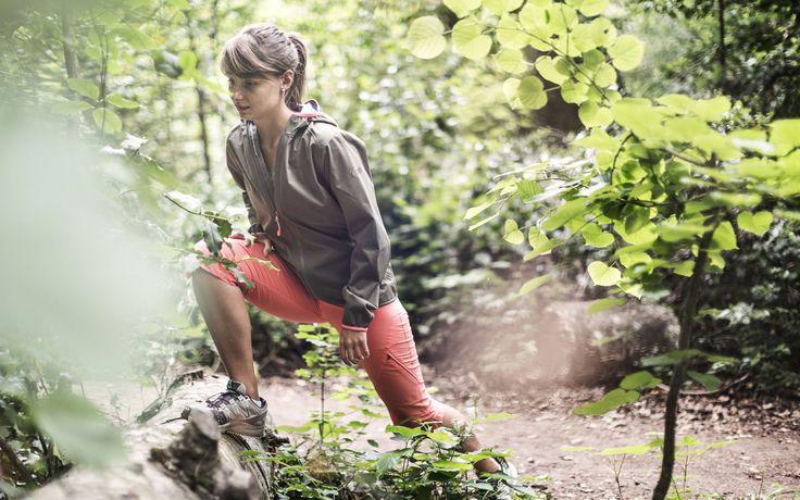 Dalle scarpe che proteggono la caviglia ai pantaloni tecnici a tre strati, tutto ciò che serve per fare trekking in modo sicuro e con il massimo comfort Abbigliamento da trekking: 6 regole per una scelta corretta