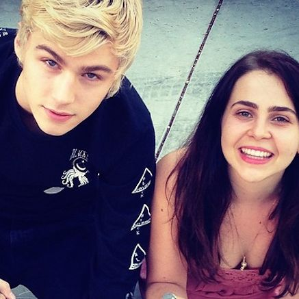 @hannahraquelita 17 Times Mae Whitman And Miles Heizer Were Your Ultimate Friendship Goals