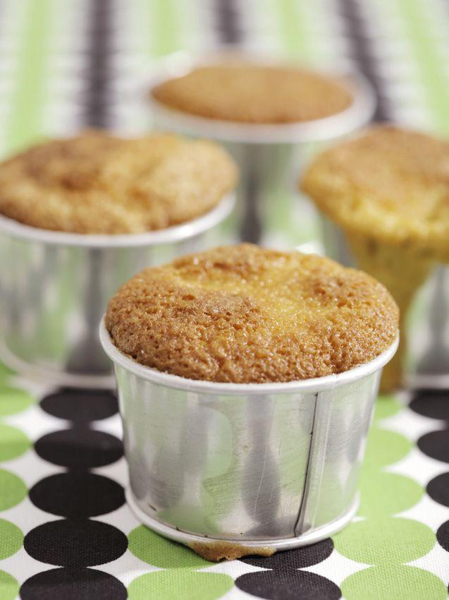 Muffins smakar precis lika gott en fredagskväll som till studentkalaset! Muffins kan du enkelt variera med smak och form, här har du vårt enkla grundrecept.