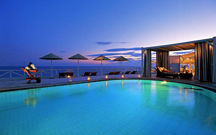 Bo på de fineste hoteller på Santorini. Se mere på www.apollorejser.dk/rejser/europa/graekenland/santorini