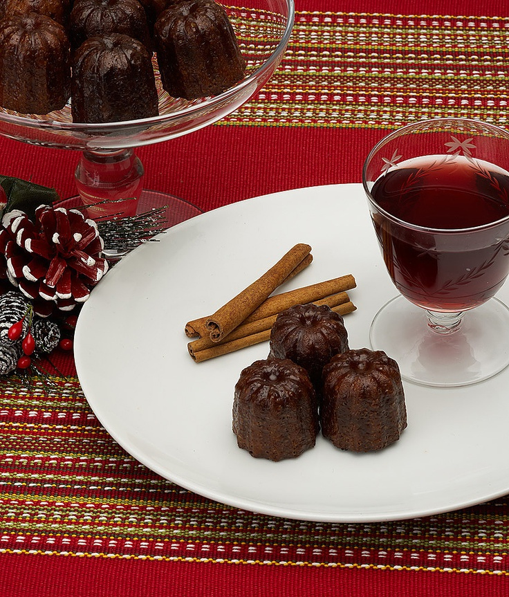 Christmas Canelés with cinnamon goes perfect with a glas of swedish glögg