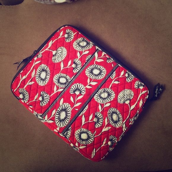 Vera Bradley Laptop Case Vera Bradley Laptop Case in Deco Daisy. Very lightly use and in great condition. Has a small CD pocket on the inside of the case. Two zipper closure for easy access. Vera Bradley Accessories Laptop Cases