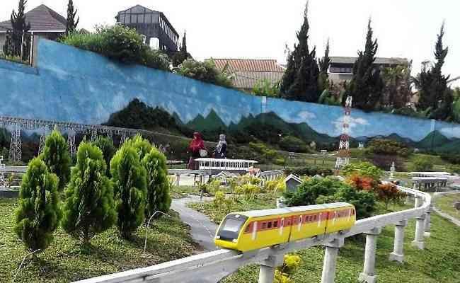 taman miniatur kereta api floating market lembang