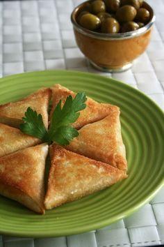 Bricks poulet olives : une entrée marocaine avec une salsa épicée en accompagnement, incontournable pour le ramadan