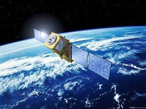 de data die verstuurd word gaat met behulp van satelieten razendsnel