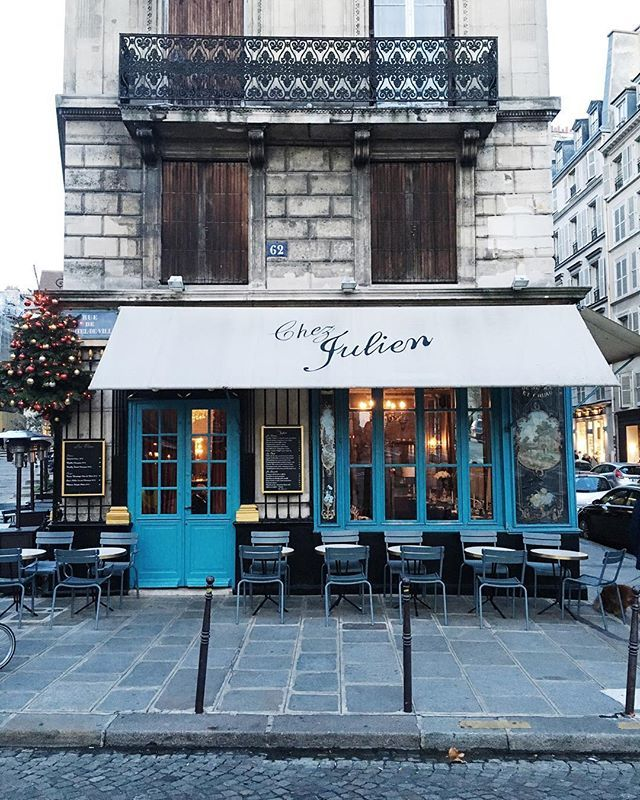exterior + outdoor tables at chez julien, paris, france | foodie travel + restaurants #storefronts