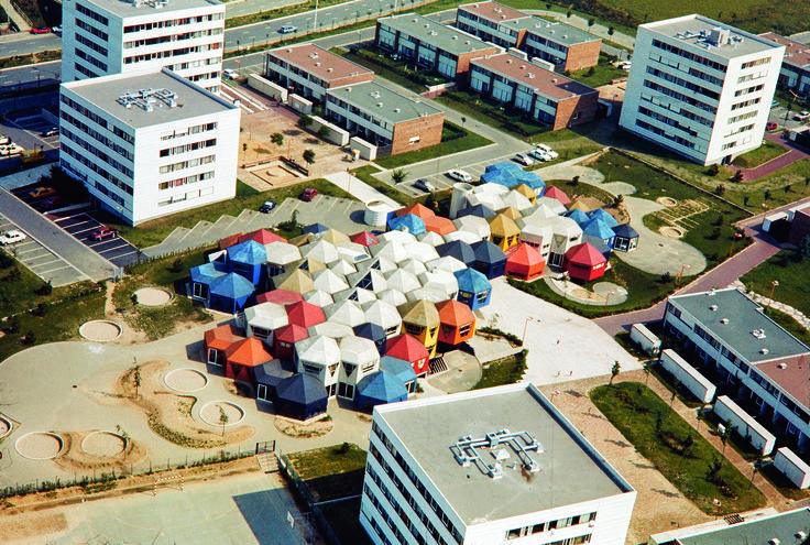 07 - Vue aérienne du groupe scolaire des Plants en 1975, Jean Renaudie, architecte. © DR, ADVO 1532W743