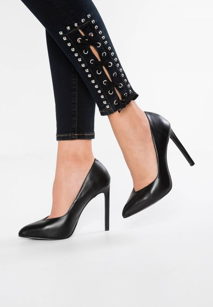 """Steve Madden. WALTS - High heels - black . Pattern:plain. Sole:synthetics. heel height:4.5 """" (Size 4). Padding type:Cold padding. Shoe tip:pointed. Heel type:stiletto. Lining:imitation leather/ textile. shoe fastener:slip on. upper material..."""