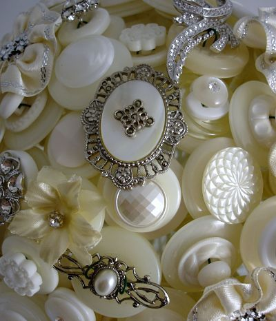 vintage buttons - reminds me of the hours i spent during my childhood looking through the buckets of vintage buttons of my grandmother and mother :)