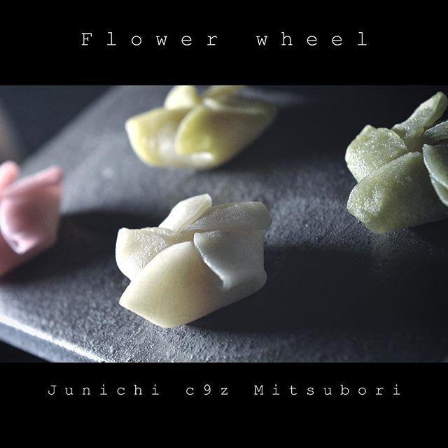 """#一日一菓 「華車」 #長明寺 種 製 #Wagashi of the day """"Flower wheel"""" 本日は「華車」です。…"""