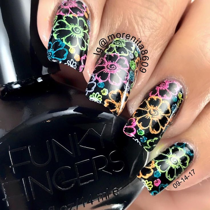 Nail Art with Sharpies   #uñas #diseñodeuñas #esmalte #stamping #sharpies #fivebelow #nailart #blacknails