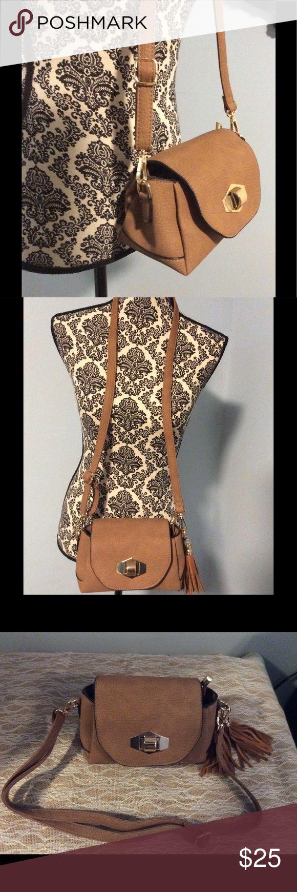 Camel shoulder bag Camel color shoulder bag with gold accents and a tassel on one side Bags Shoulder Bags