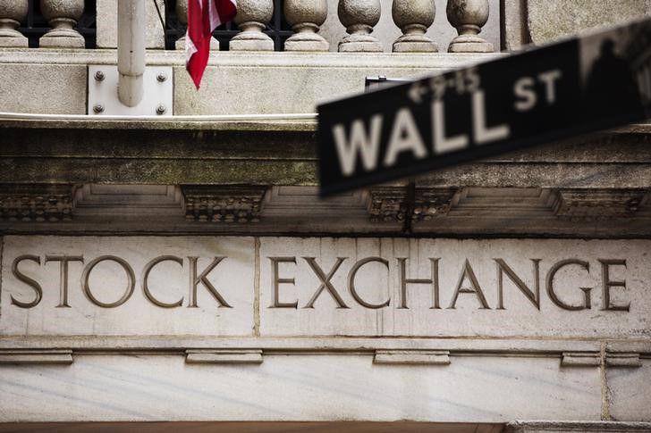 © Reuters.  US STOCKS SNAPSHOT-Wall St stumbles in broad selloff