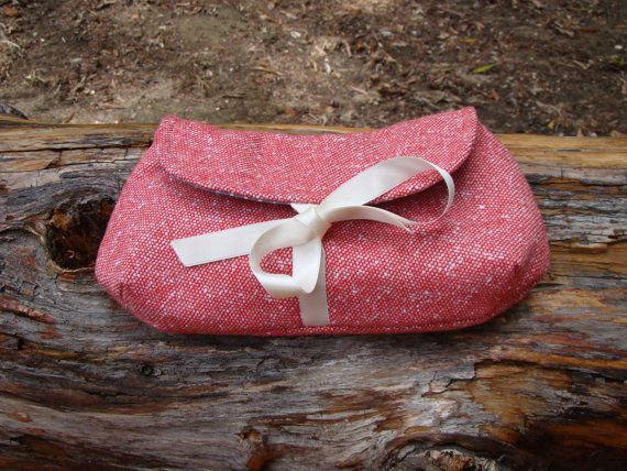 Crimson Tweed Clutch with a champagne satin ribbon by SofiAlgarvia, €20.00