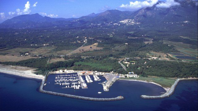 Le port de Taverna, à Santa-Maria-Poggio / © Sylvie Costaverde / Flickr
