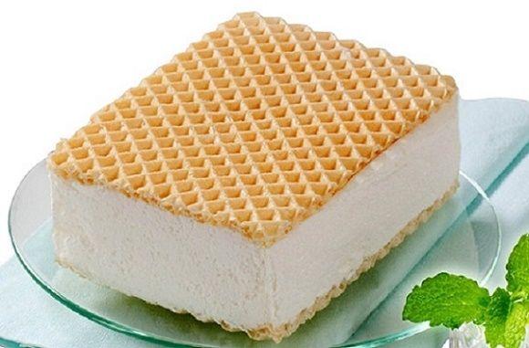Léto se nám blíží a s ním i naše chutě na příjemně chladivé zmrzliny. Proč si tedy nějakou takovou mňamku nepřipravit přímo doma bez zbytečné chemie? Můžete se inspirovat naším jednoduchým a velmi rychlým receptem na domácí ruskou zmrzlinu, která je u nás už z dob minulých velmi oblíbenou pochoutkou.