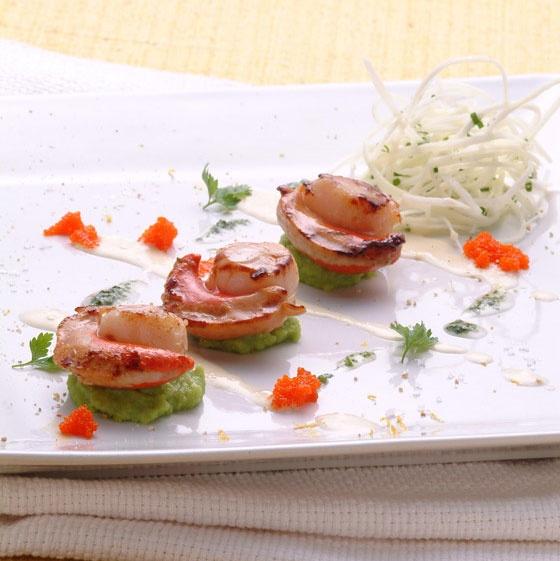 Vieiras grelhadas com julienne de palmito pupunha e ovas de massagô - Acompanhamentos - Gastronomia e Vinhos | Gula