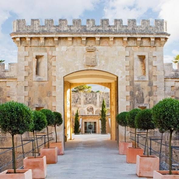 Why not host your next party or wedding in a castle? 5 amazing castles to stay in around the world.