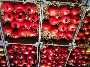 Kitchen Lore - Pomegranates : The Myth and Symbolism (and how to eat them!) http://transformativelivinginternational.com/brighten-your-autumn-table-with-pomegranates/