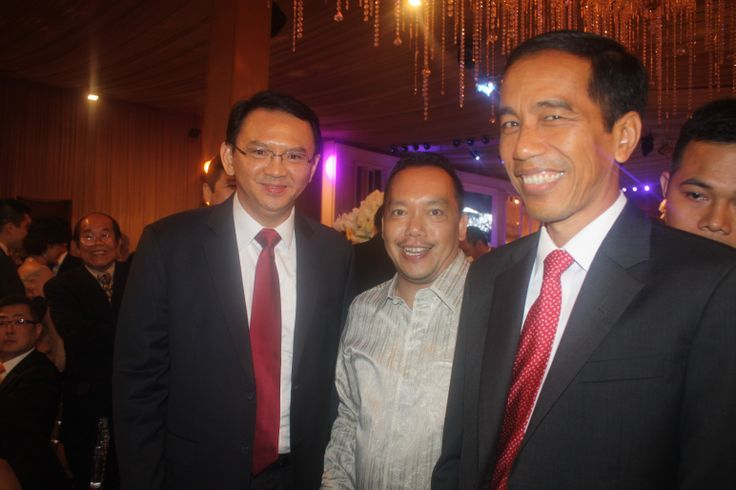 Wakil Ketua Komisi I DPR RI Ramadhan Pohan bersama Gubernur DKI Jakarta Joko Widodo (Jokowi) dan Wakilnya Basuki Tjahaja Purnama (Ahok) saat menghadiri pernikahan Claudia Sondakh (Putri Bapak Peter Sondakh) Dengan Evan Kwee (Putra Bapak Kwee Liong), (30/11).