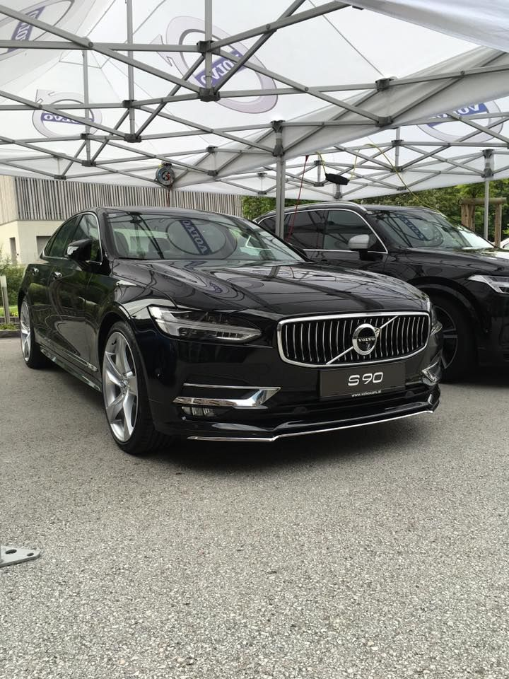 Looking for luxury car rental Los Angeles? SimplyRAC LLC is proud to offer LA the premier rental car service. Call today for easy registration and pick up. http://www.simplyrac.com/