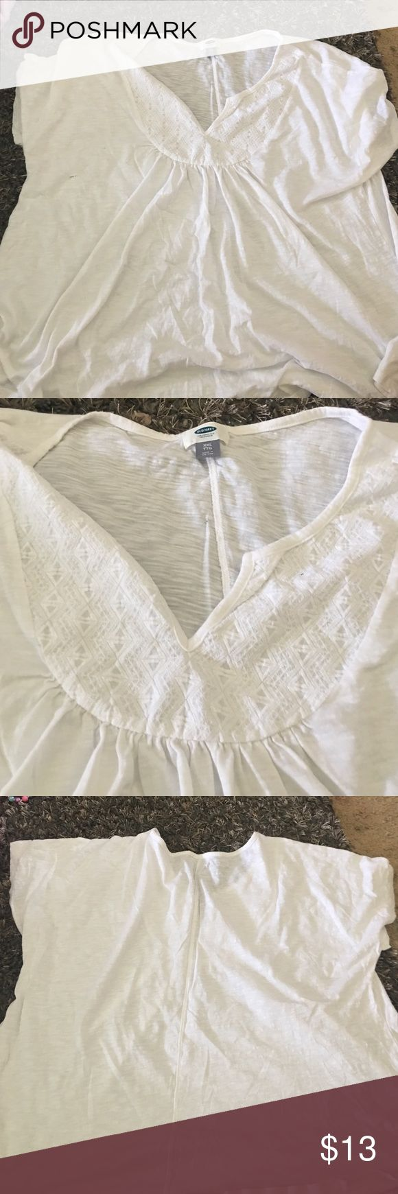 NWOT WHITE OLD NAVY SHORT SLEEVE TOP NWOT OLD NAVY FLOWY WHITE, OPEN VNECK WITH DETAIL SHORT SLEEVE TOP IN XXL Old Navy Tops Tees - Short Sleeve