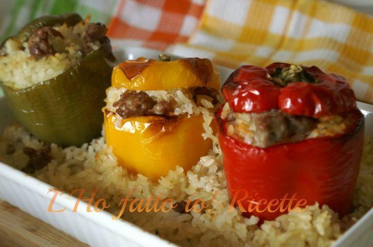 Peperoni ripieni con riso e salsiccia