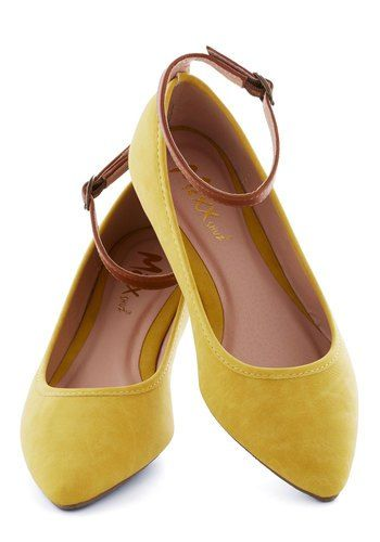 Yellow wedding shoes for all! | Offbeat Bride