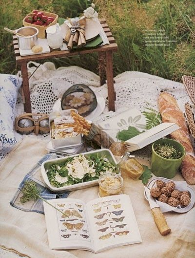 Love the small table, green and white color scheme.