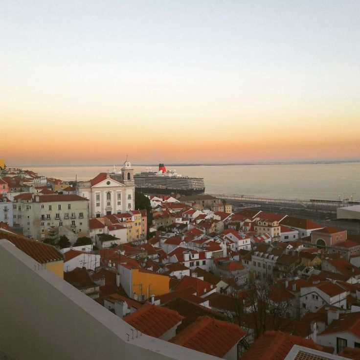 Night falls over the Alfama. Watching the sunset (and the Alfama neighbourhood layout and its tile roofs) from this viewpoint is a must. #sunset #lisbon #lisbonviewpoints #oldtown #explore #visit #enjoy #tejoriver #lisbontailoredtours #lisbonwithpats