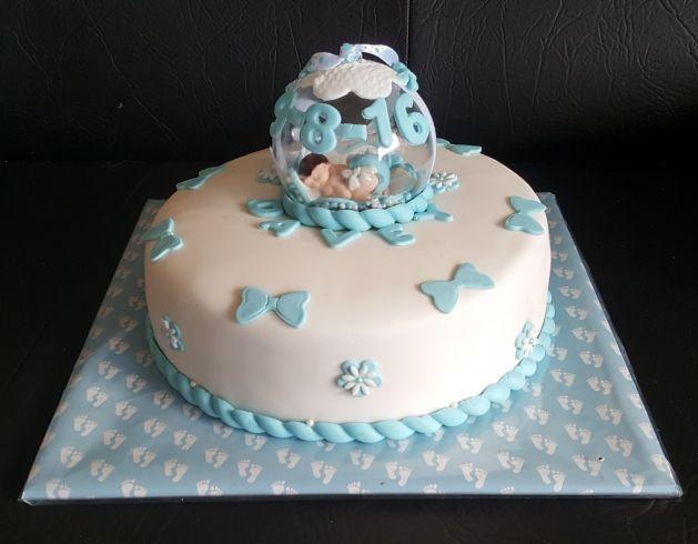 blauwe baby in bal taart voor pasgeboren jongetje