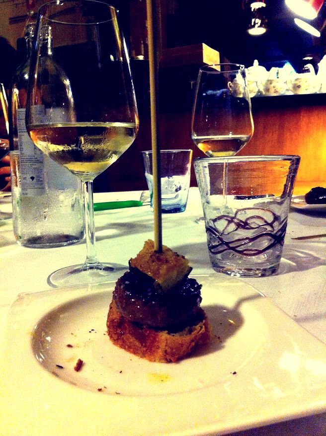 Crostino con mini hamburger di manzo di kobe allevato in Emilia Romagna e zucchina gratinata   Il tavolo di Lucullo   Civitanova Marche, Italy