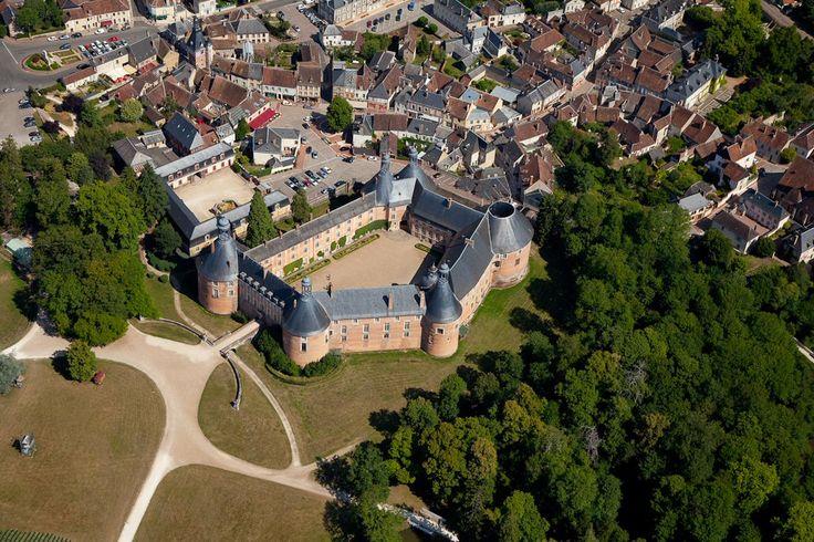 chateau fort manoir chateau 4 site du chateau de st fargeau histoire le ch teau de st. Black Bedroom Furniture Sets. Home Design Ideas