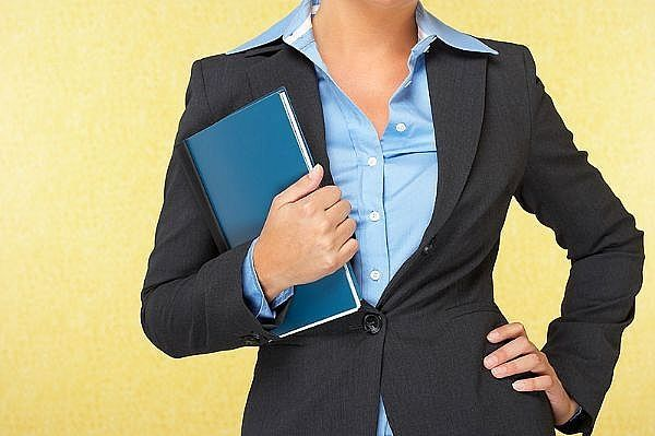 Cómo vestirse para una entrevista de trabajo - mujeres | eHow en Español