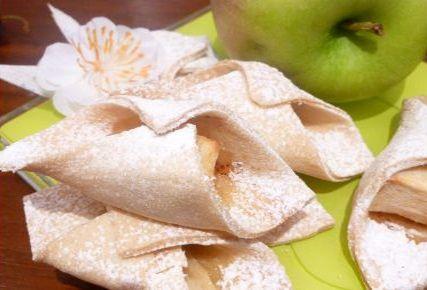 Яблоки в тесте.Яблоки в тесте- это печенье в средине которых находится основной ингредиент, это кусочек яблока, подробное приготовление читайте ниже