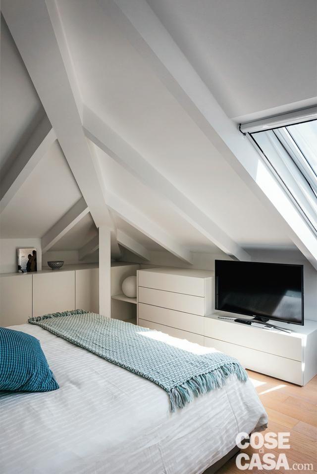 Meglio scegliere letti bassi per mansarde, ad esempio sistemando la testata del letto nella. Pin Su Case Da 50 A 100 Mq