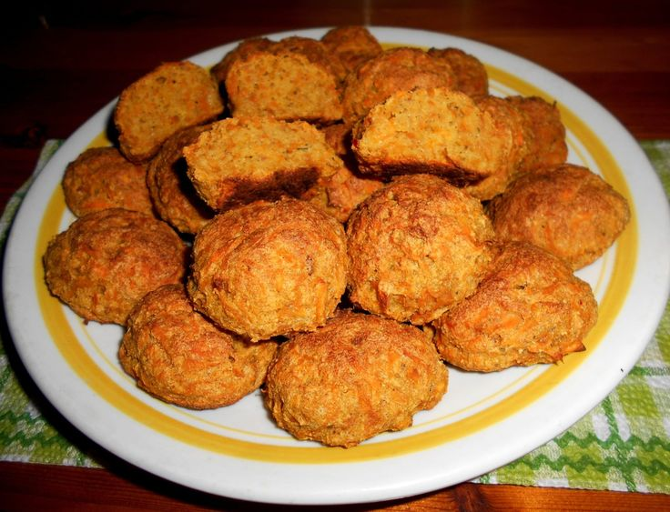 Beküldő:Vasas Ildikó  A gombócok levesbetétnek, köretnek, de sós deszertnek is nagyon jók. Egyszerű és gyorsan elkészíthető a recept. Hozzávalók: 1 bögre reszelt sárga batáta 3 db M-es tojás 1 teáskanál só 3 teáskanál fokhagymapor 1 teáskanál bors 2 evőkanál folyékony zsiradék 5 lapos evőkanál lenmagliszt 5 lapos evőkanál napraforgómagliszt ( ha kell víz)…