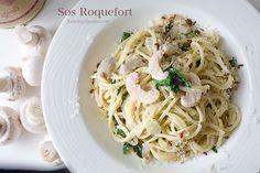 Makaron z serem roquefort i pieczarkami w kremowym sosie. Spaghetti z serem, pieczarkami i parmezanem, makaron w kremowym sosie, przepis na spaghetti, zdjęcia i przepis na spaghetti kremowe, z sosem z sera pleśniowego, ser pleśniowy i makaron