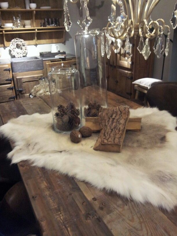 Vacht op tafel   ♥ Living rooms ♥   Pinterest   Reindeer ...