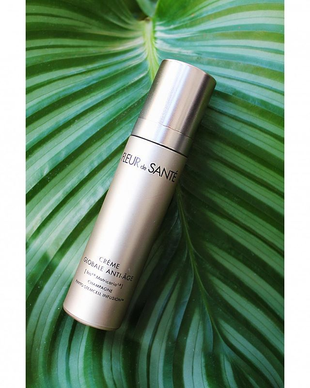 ULTIMATE GLOBAL ANTI-AGING REGENERATING DAY & NIGHT CREAM This soft textured formula is proven to instantly rejuvenate the skin (by boosting radiance), leaving it more youthful looking with a smooth, wrinkle-free complexion and firmer contours. Cosmetic wine extract from Champagne.💗