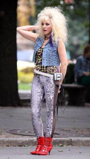 """Героиня фильма """"Секс в большом городе"""", одетая в стиле 80-х"""