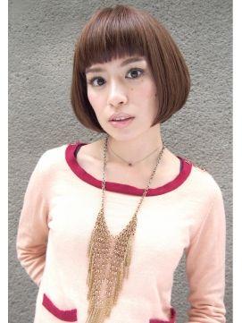 ■ Joule hair ■ 栗色で愛されるストレートボブ。眉上に設定した前髪が印象的。あごの長さでそろえるコンパクトさもポイント! http://beauty.hotpepper.jp/slnH000268109/