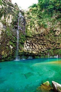 【鹿児島の秘境】話題の名所!エメラルドグリーンの神秘的な滝
