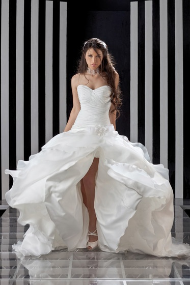 Wedding dress italian style  Abiti da sposa Dalin Vinnì
