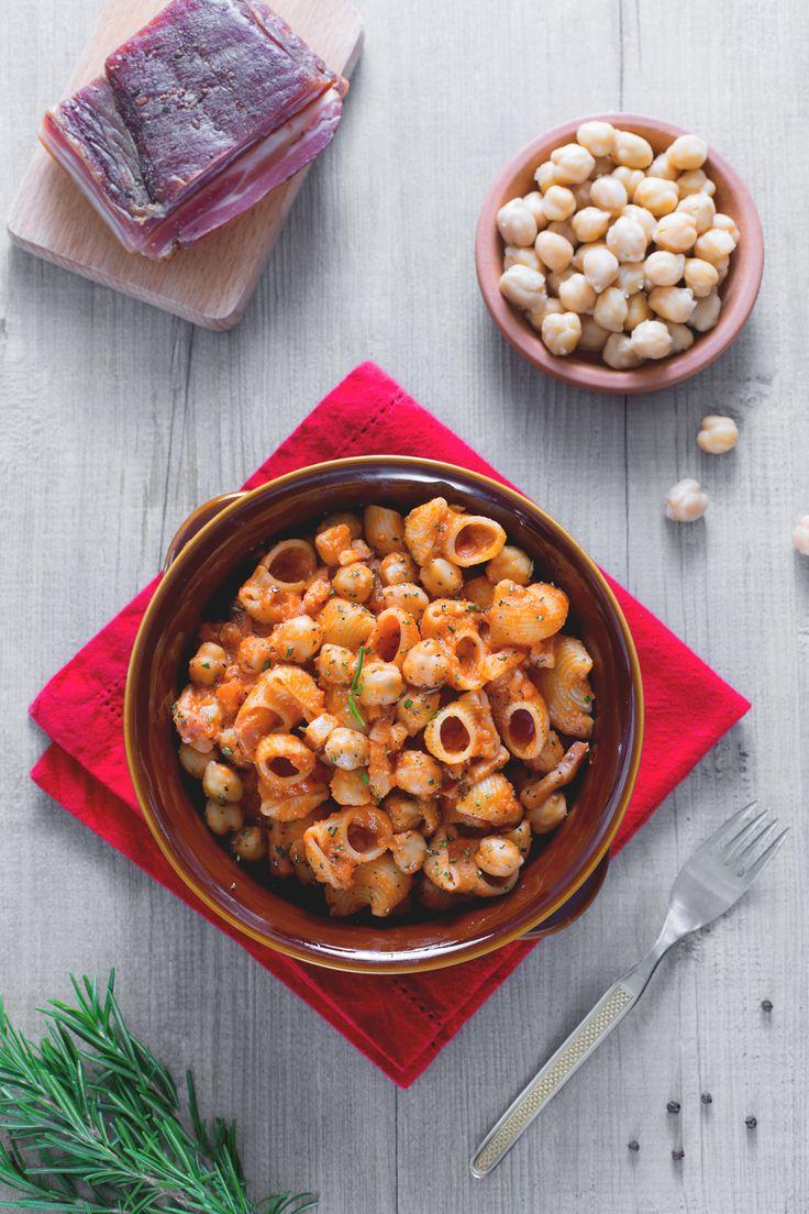 Pasta e ceci: cremosa e buonissima. Perfetta per scaldare le giornate fredde! Cheakpeas and pasta