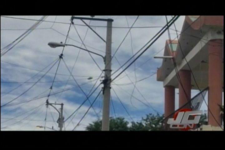 Un Menor De Edad Muere Electrocutado Al Momento De Pasar Cable De Internet Por El Techo De Una Casa