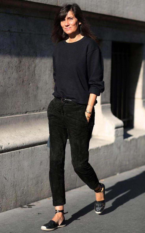 French Vogue editor Emanuelle Alt. Black t-shirt + black denim + black belt + Castaner espadrilles