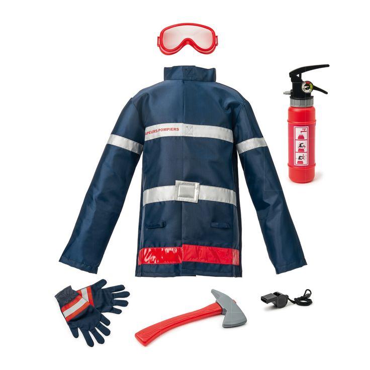 Pour éteindre les incendies, l'enfant enfile son déguisement de pompier. Sa veste épaisse, ses gants et son masque le protègent des flammes et de la chaleur. Il doit toujours avoir avec lui un sifflet pour signaler sa présence et une hache pour se frayer un chemin. Sans oublier l'indispensable extincteur. Celui de notre pompier est aussi un pistolet à eau.
