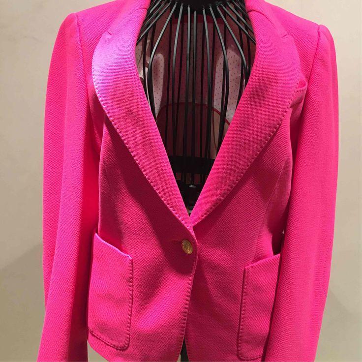 17 meilleures id es propos de blazer rose sur pinterest manteaux de swing blazers roses et moda. Black Bedroom Furniture Sets. Home Design Ideas