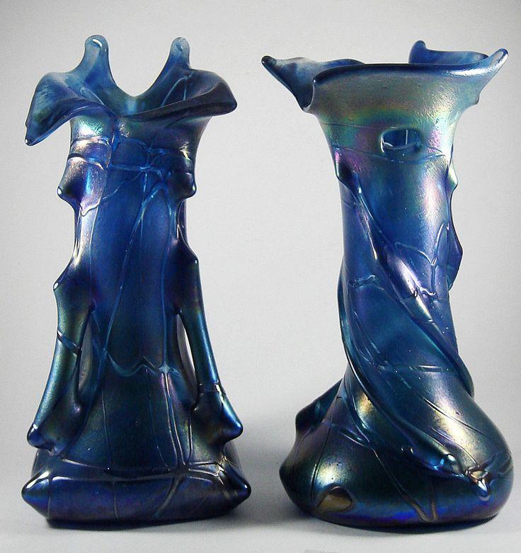 Zwei dekorative blaue Design Glas Vasen - selten irisierend wie Jugendstil Lötz